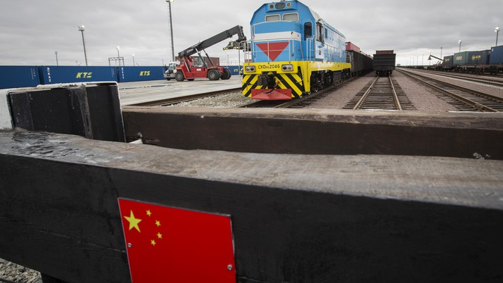 A Chinese flag is seen at the Khorgos border crossing point.SHAMIL ZHUMATOV / REUTERS)